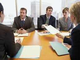 Стол переговоров в деловом общении